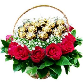Dubai online Florist - Basket with Roses and Chocolates Bouquet